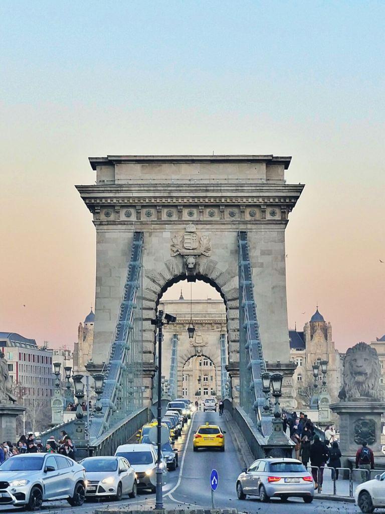 Most łańcuchowy na Dunaju w Budapeszcie.