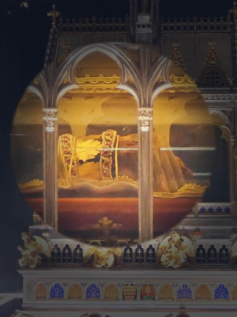 Relikwia św. Stefana z katedry w Budapeszcie.