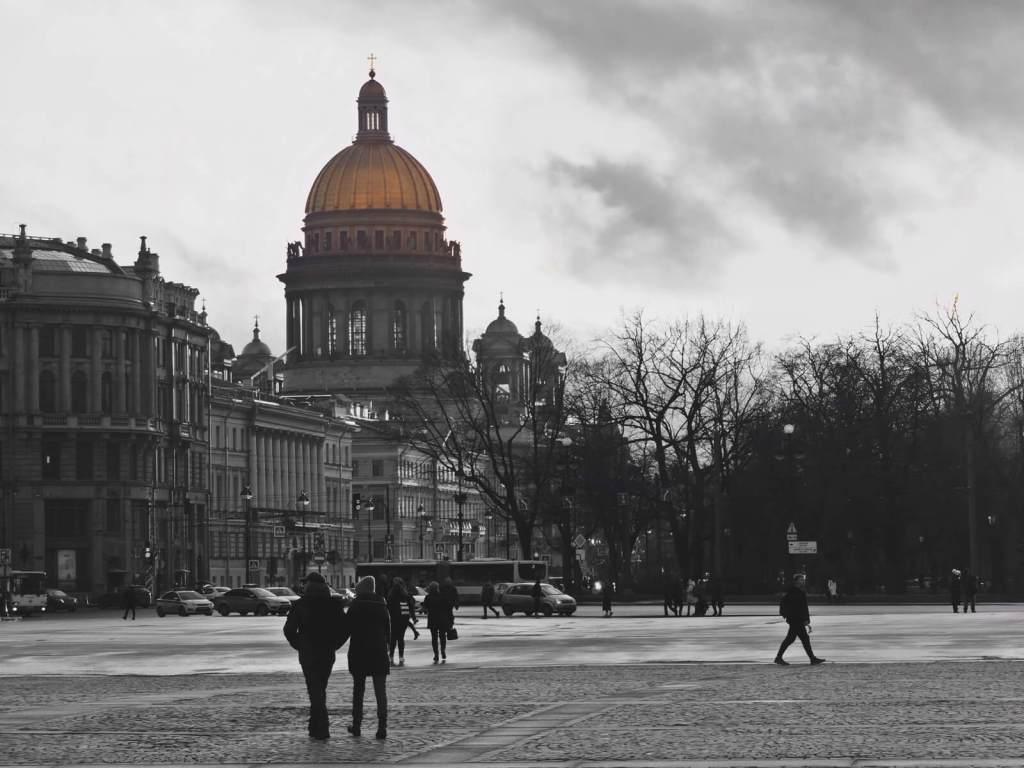 Widok na katedrę Izaaka w Petersburgu.
