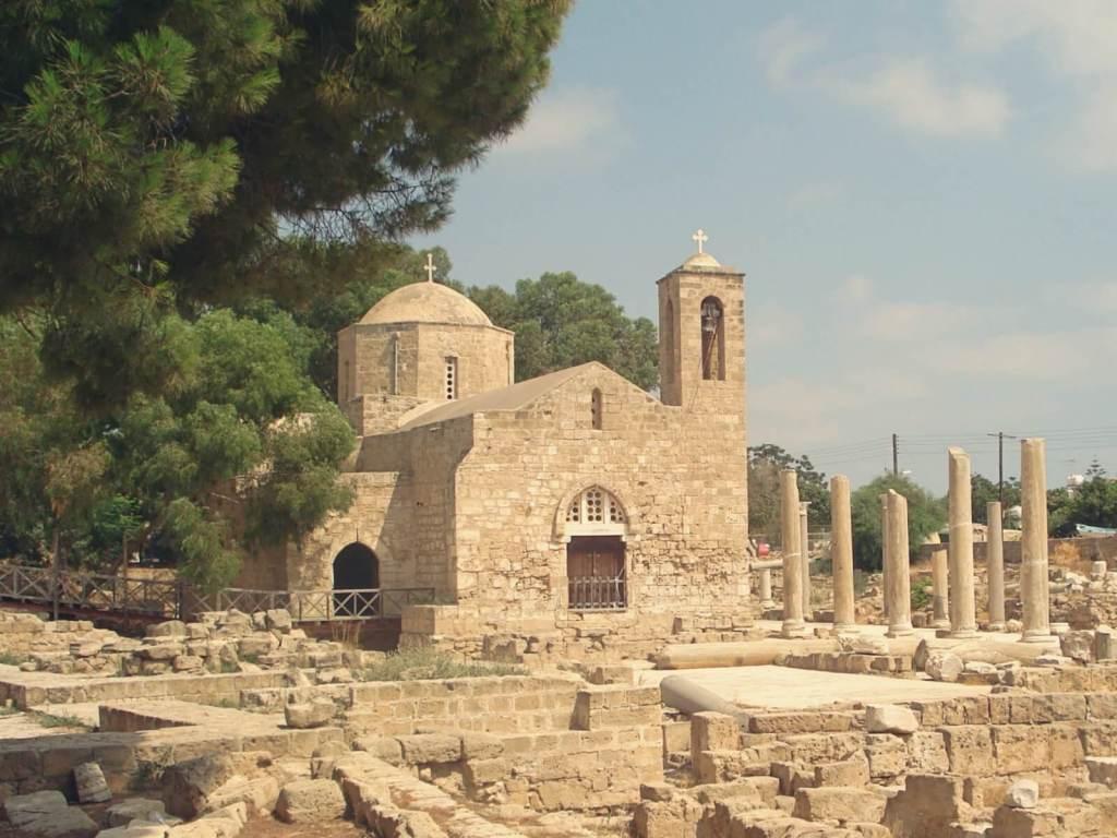 Kościół w Pafos, przy którym stoi pręgierz św. Pawła.