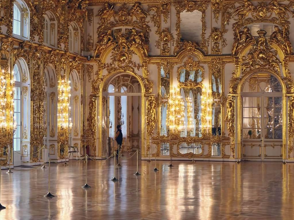 Wnętrza carskiego pałacu w Carskim Siole.