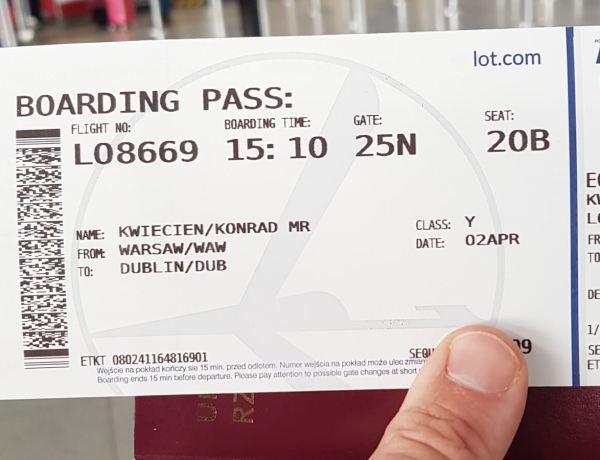 Bilet lotniczy na lot do domu.