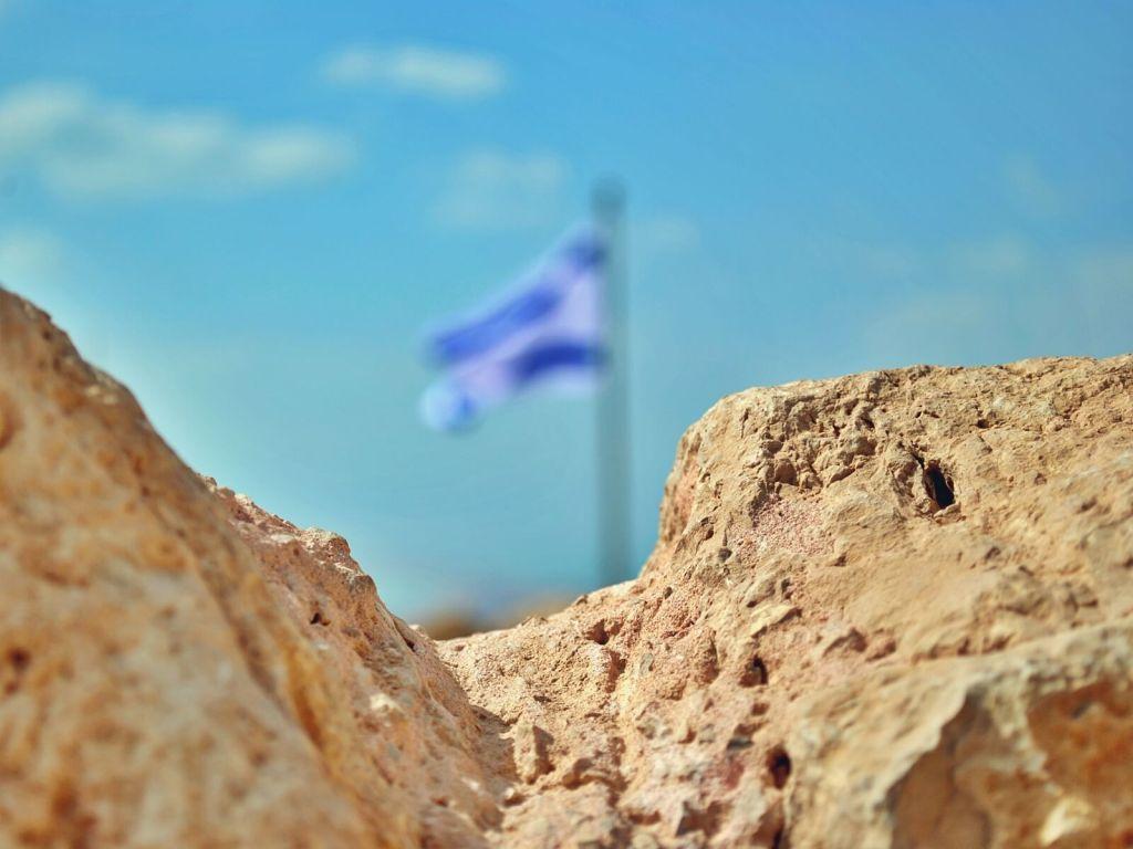 Izraelska flaga w Masadzie. Masada, Izrael.