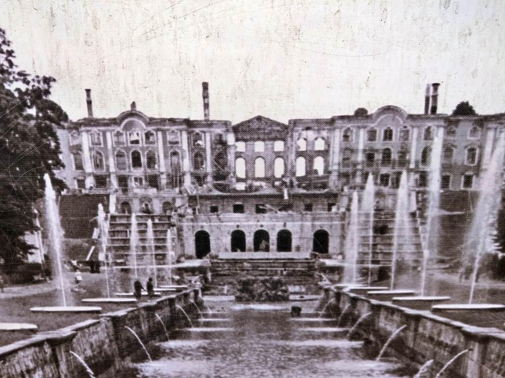 Wielki Pałac w Peterhofie zniszczony podczas II Wojny Światowej.