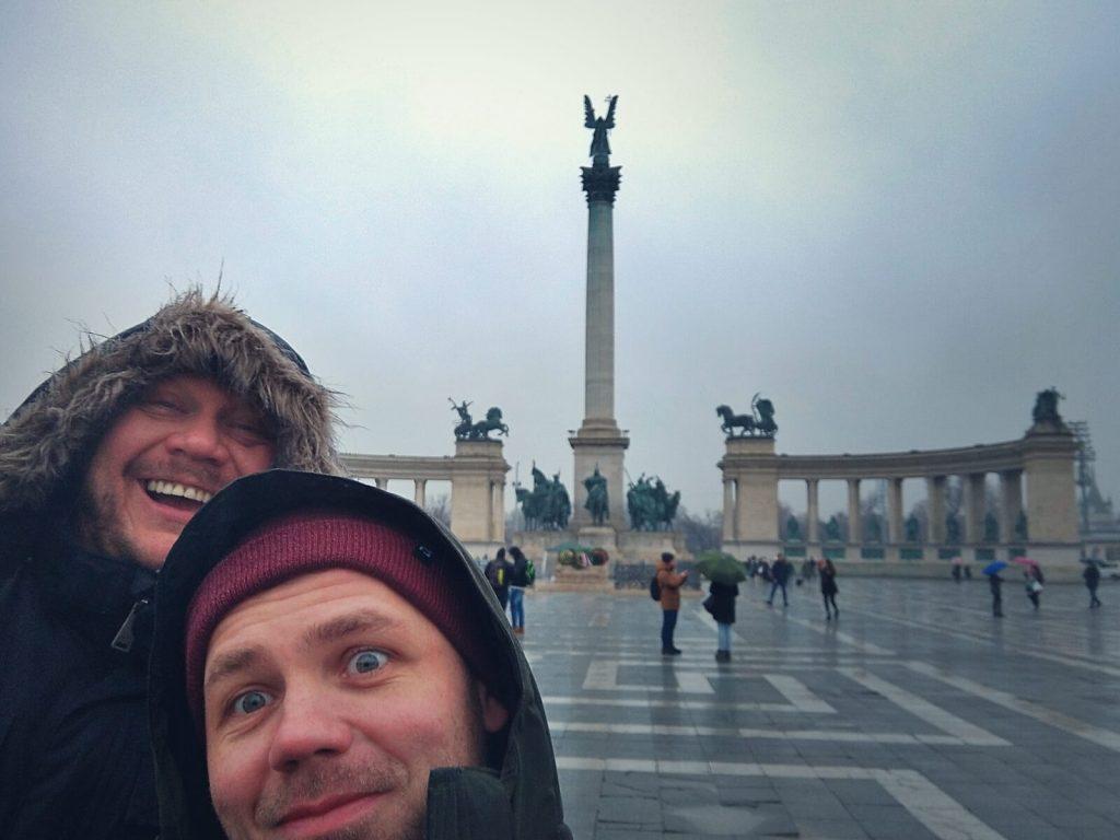 Blogerzy podróżniczy w Budapeszcie.