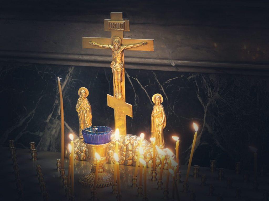 Złoty, krzyż prawosławny.