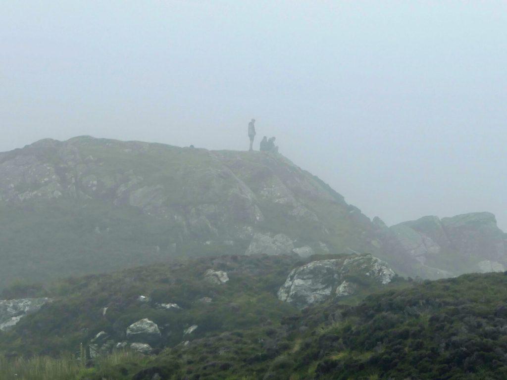Zamglone klify Slieve League, w hrabstwie Donegal w Irlandii.
