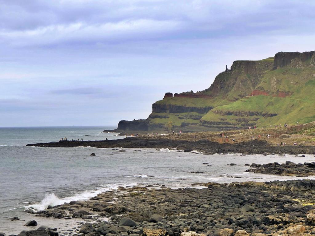Słynna formacja skalna w Irlandii - Grobla Olbrzyma.