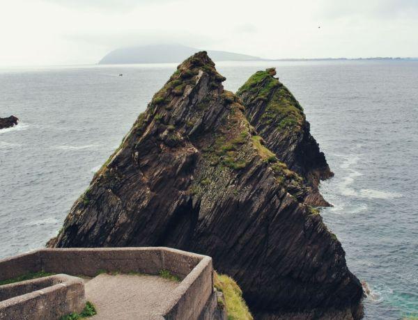 Skały Dún Chaoin w Dingle.