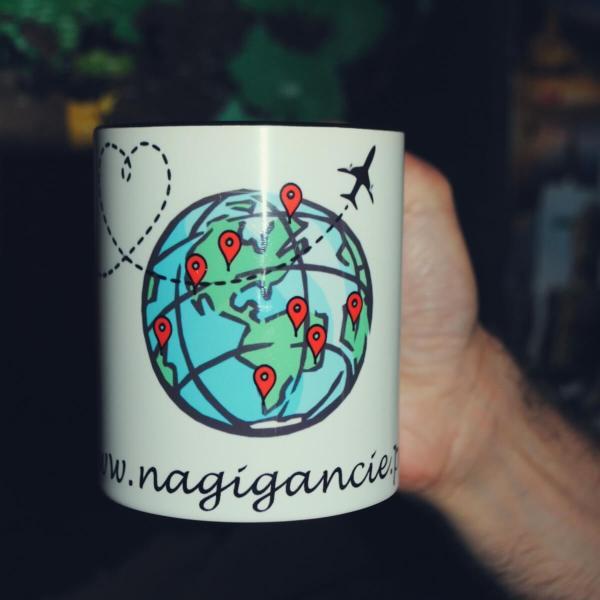 Kubek z logo bloga podróżniczego nagigancie.pl