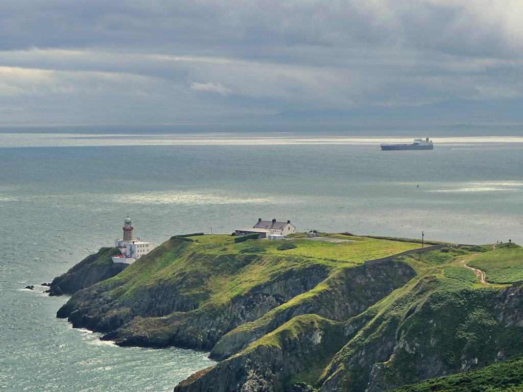 Latarnia morska w Howth, w Irlandii.