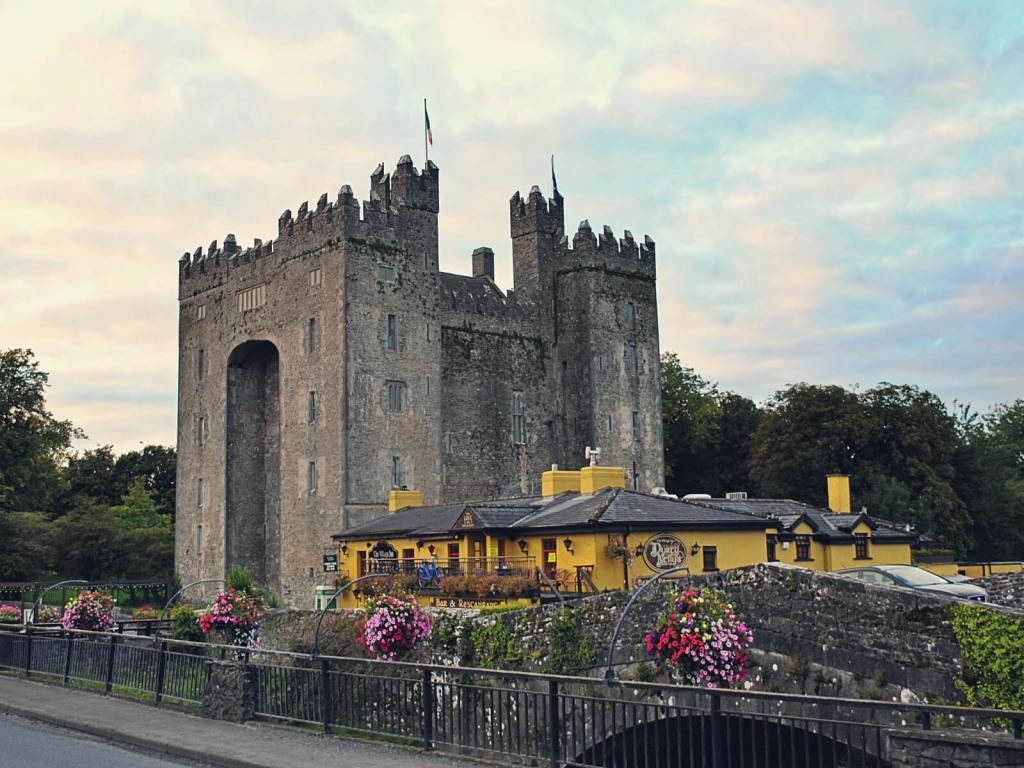 Zamek Bunratty w Irlandii.