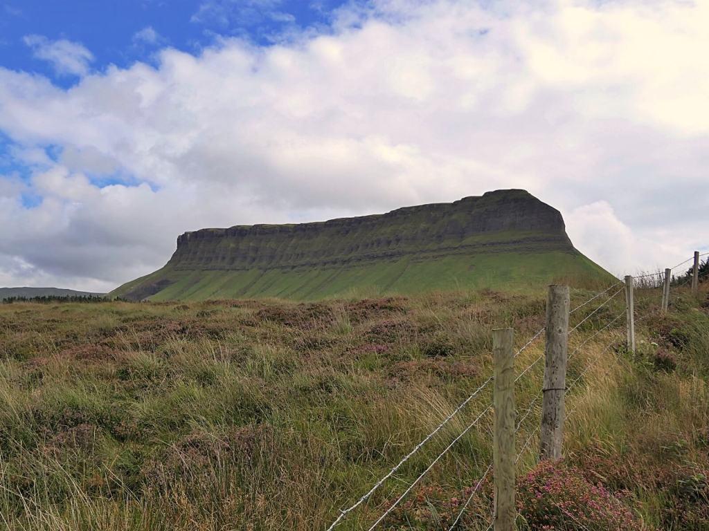 Ben Bulben góra w hrabstwie Sligo.