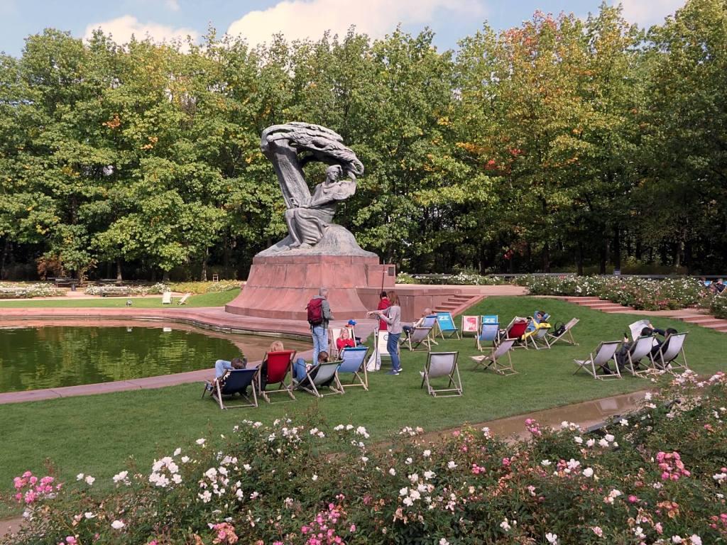 Pomnik Fryderyka Chopina w warszawskich Łazienkach.