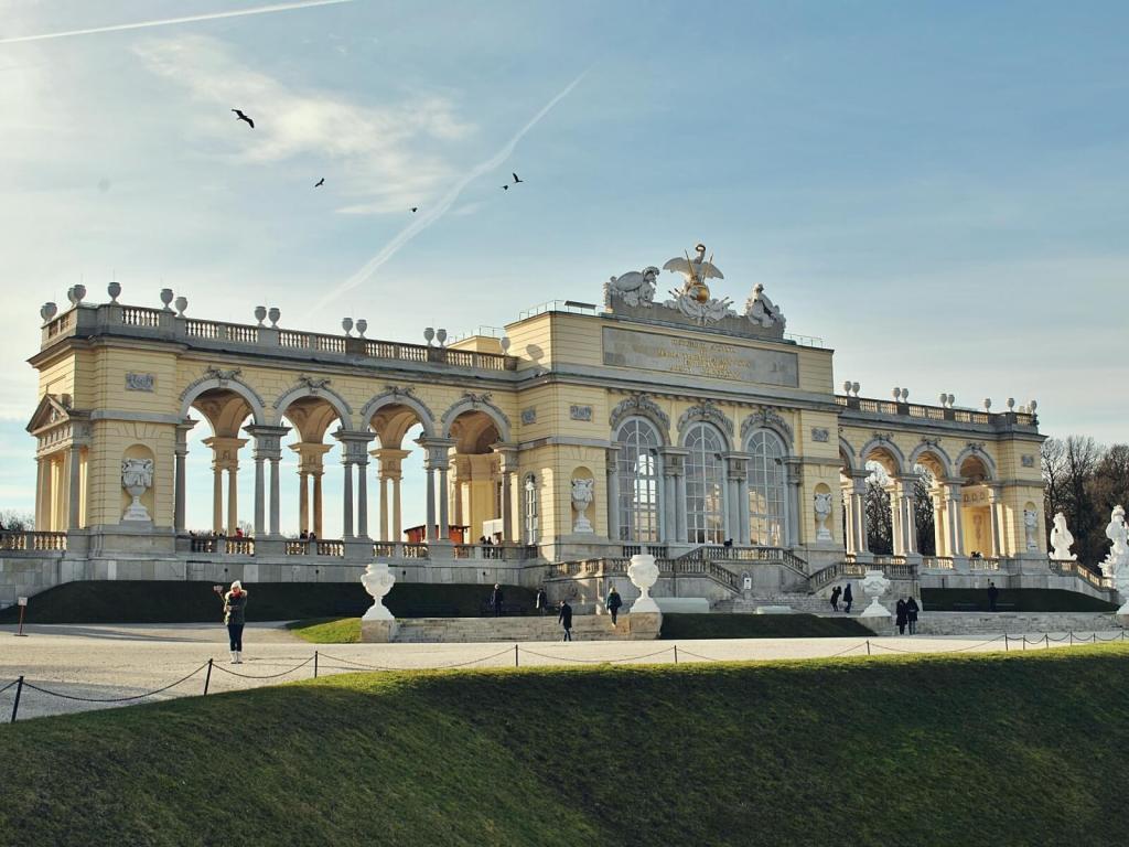 Ogrody pałacu Shonbrunn w Wiedniu.