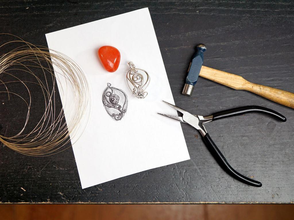 Praca nad biżuterią.