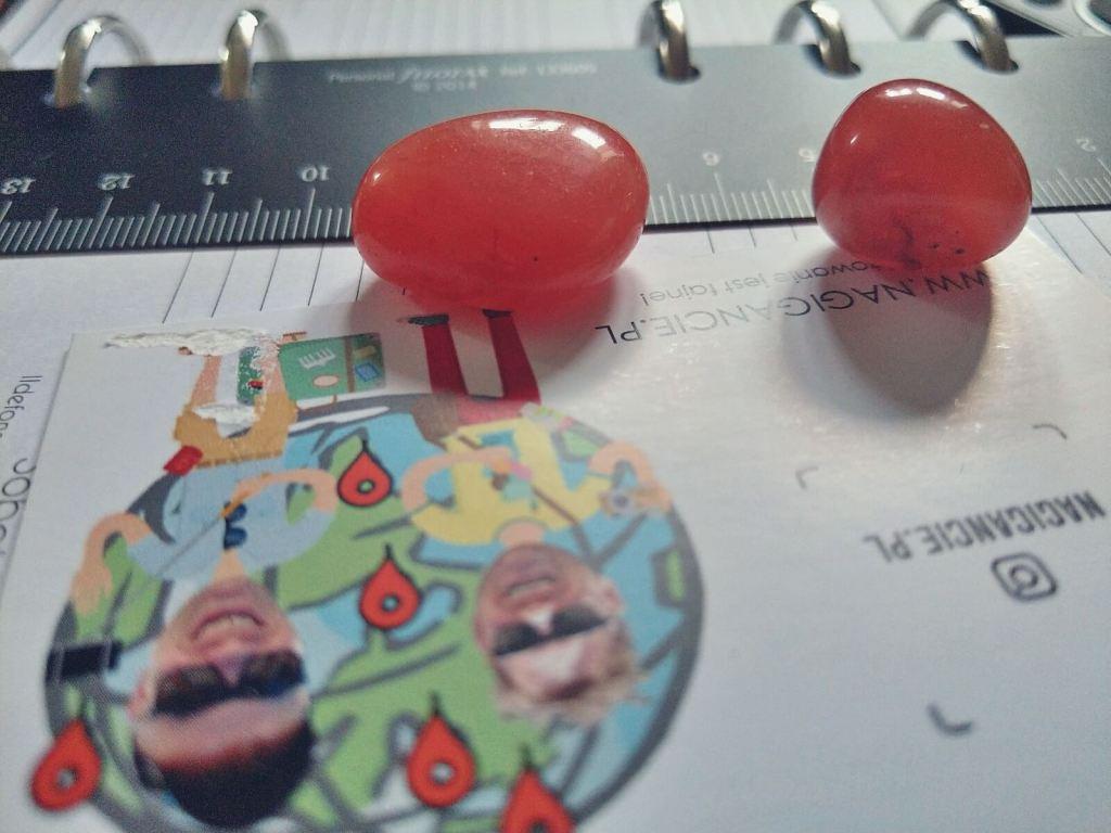 Czerwone agaty z Indii.