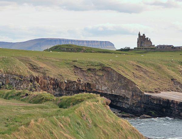 Zamek Classiebawn w Sligo w Irlandii.