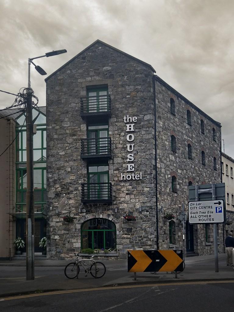Hotel w Galway w Irlandii.